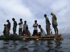 Die Fischer, die den Walhai von oben sehen möchten, Boracay 2004